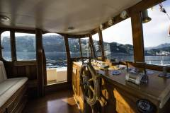 emerald-yacht-for-charter-11