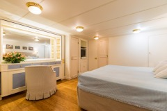 nafisa-yacht-for-charter-admiral-naples-18