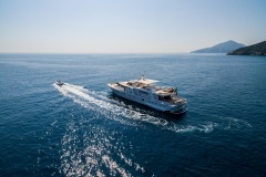 nafisa-yacht-for-charter-admiral-naples-2