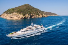 nafisa-yacht-for-charter-admiral-naples-33