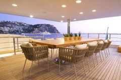 R23-yacht-charter-out-noleggio-lusso-3a
