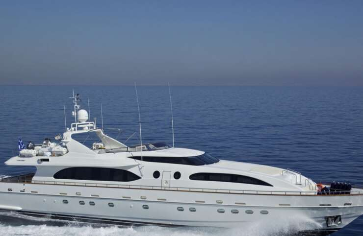 Yacht Helios Falcon 15 moderno bianco in affitto