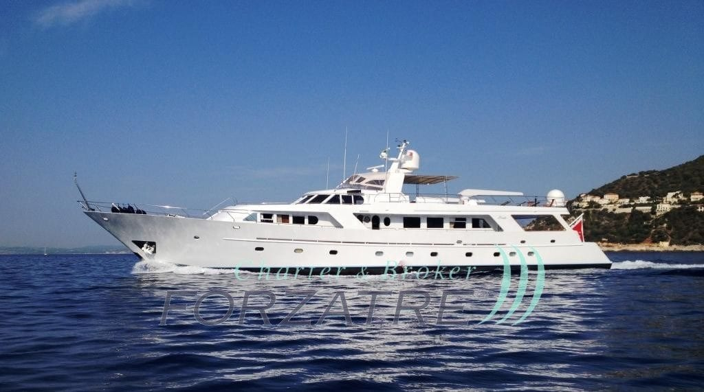 FOR SALE: luxurious displacement hull motor yacht 35 Mt